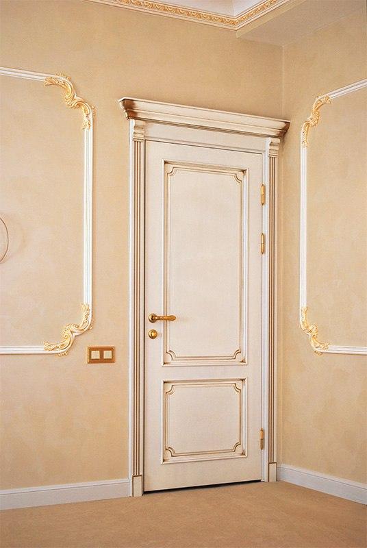Двери классического дизайна с элементами ручной работы