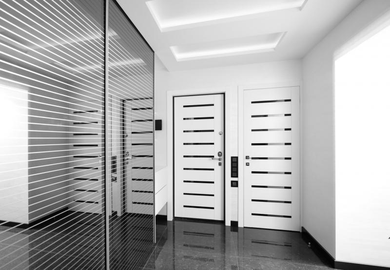 Современная межкомнатная, распашная дверь