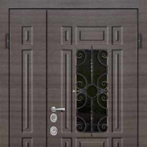 Двустворчатая входная дверь с ковкой