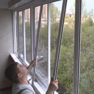 Установка окна балкона